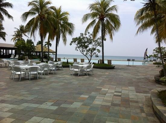 Palm Beach Resort & Spa : pool side