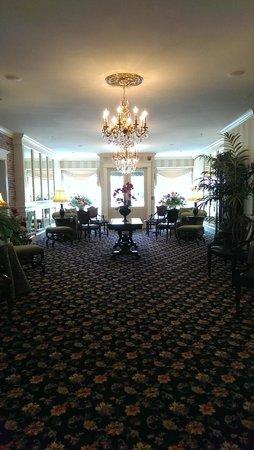 Belfast Bay Inn: Inn Lobby