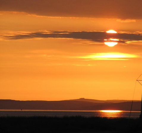 Kings Green Caravan Park: Sunset from Kings Green over Luce Bay