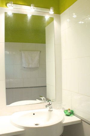 salle de bain picture of hotel ganale dakar tripadvisor. Black Bedroom Furniture Sets. Home Design Ideas