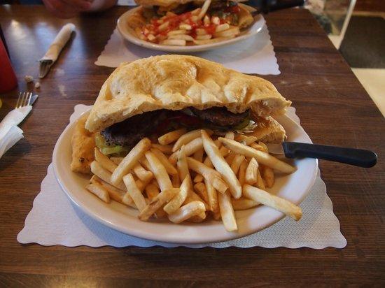 Amigo Cafe : Navajo burger!