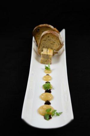l'Aromat : Marbré de foie gras aux figues, compote de pommes Granny et toasts chauds