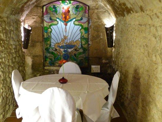l'Aromat : Table ronde, placée dans une de nos salles privative en contrebas de la salle de restaurant