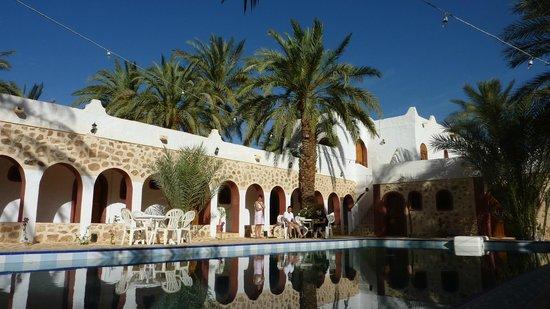 Residence des Deux Tours : pool + rooms
