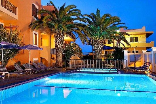 Aristea Hotel Rethymnon : Night view