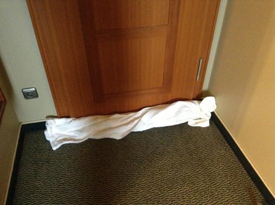 Steigenberger Hotel Sonne: towel for cigarette smoke.