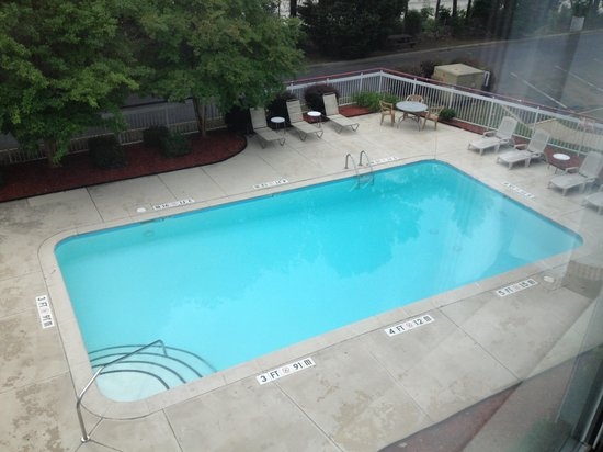 Econo Lodge Inn & Suites Charlotte Airport: Swimming Pool