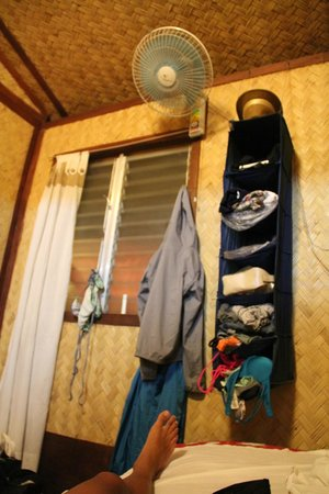 Patrik & Tezz Guesthouse: hanging compartments to organize your clothes!