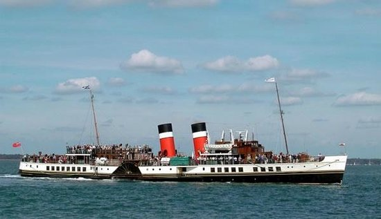 Whistlers Dell B&B: The Waverley Paddle Steamer calling in at Helensburgh