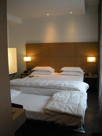 Villathena : Minimo espacio para circular en habitacion triple