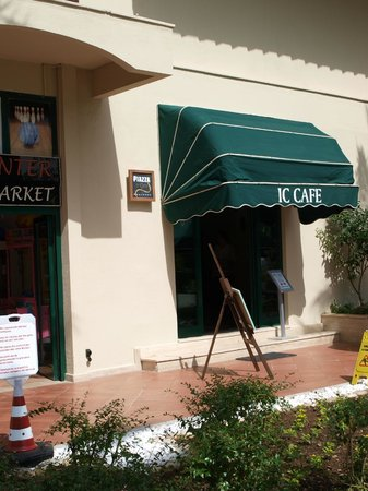 IC Hotels Green Palace: The IC Cafe, where you can just have a coffee and a piece of cake