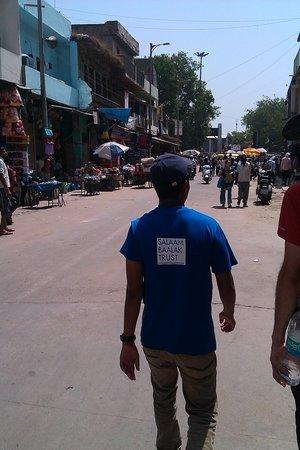 Salaam Baalak Trust City Walk: On the Salaam Balak City Walk - 46 degrees in the shade!