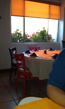 Los Arcos Restaurant: Colorful