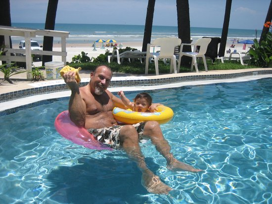 Flamingo Inn: In the pool with aan awesome view