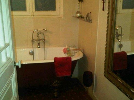 Festival Residence Apartments: salle de bain
