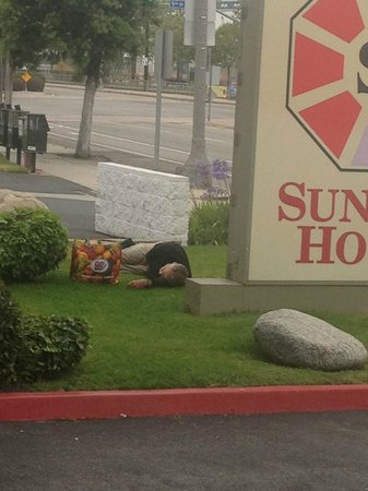 Sunrise Hotel San Pedro: Here's the homeless man out front.  Yikes!