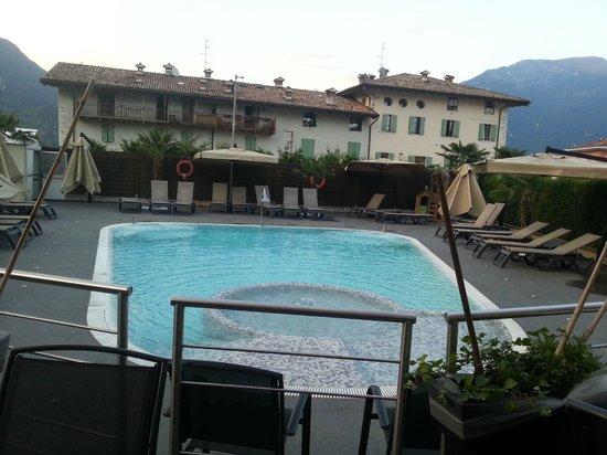 Hotel Rudy : La piscina