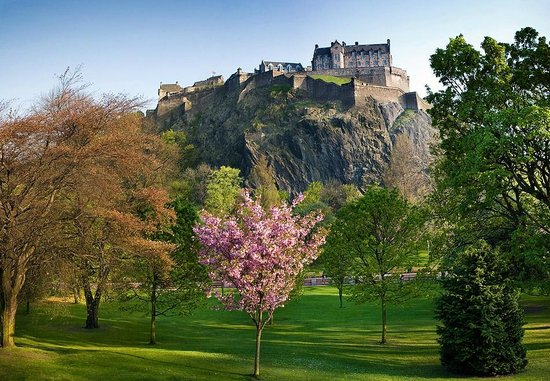 Whistlers Dell B&B: The Iconic Edinburgh Castle
