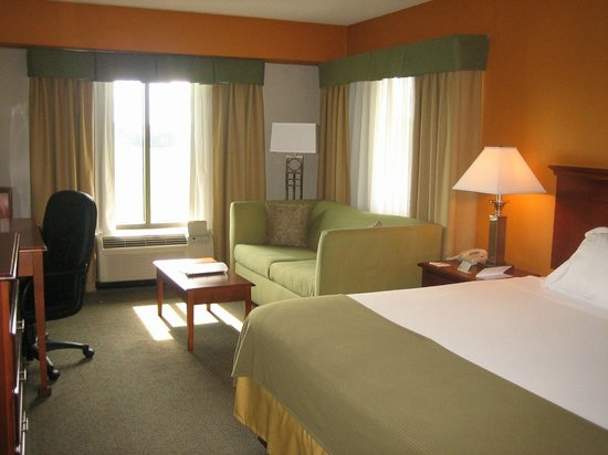 Holiday Inn Express Orange: Comfortable king room