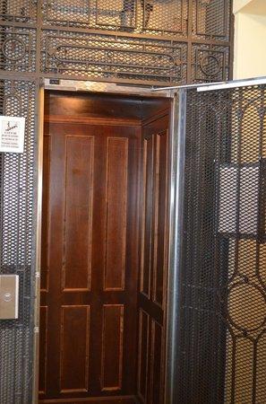 Savoy Boutique Hotel: elevador