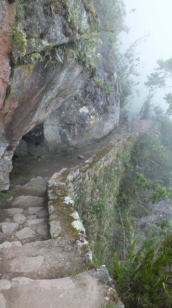 Inca Bridge: The trail to the drawbridge in the fog