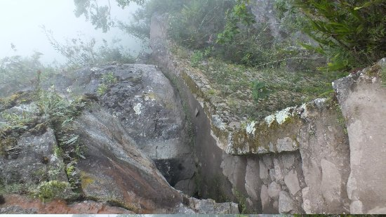 Inca Bridge: The trail to the drawbridge in the fog