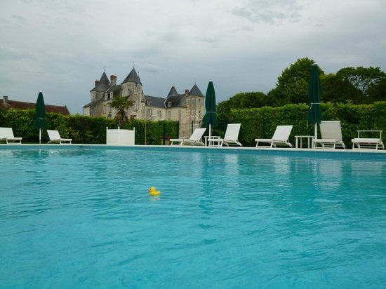 Chateau de Marcay: The pool area