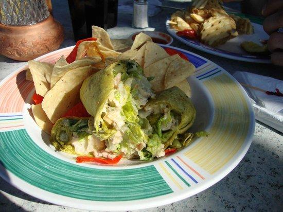 Shuckers Dockside Bar & Grill: chickenwrap