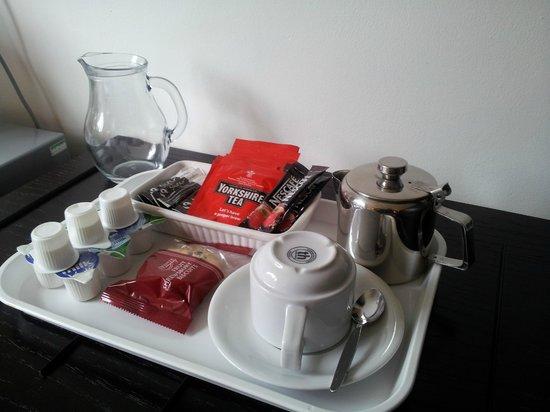 Ewenny Farm Guest House: Tea Tray :)