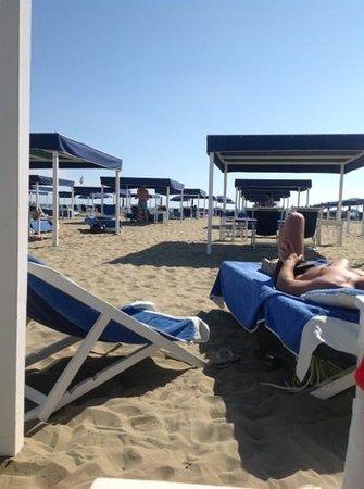 spiaggia - Picture of Bagno Angelo, Forte Dei Marmi - TripAdvisor