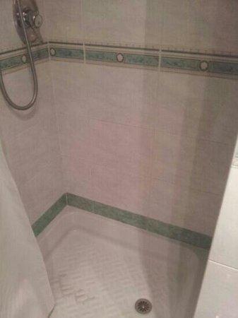 Marcella Royal Hotel: sporcizia doccia camera640
