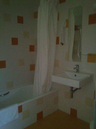 Sidorme Girona : Baño moderno