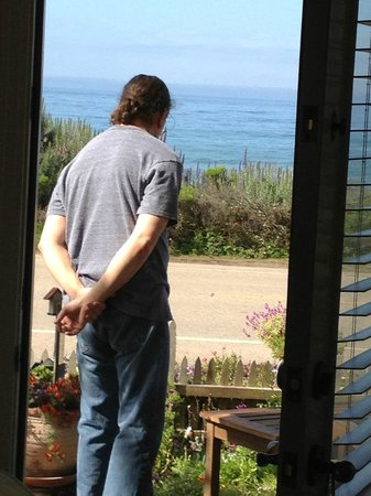 Moonstone Cottages: In the doorway of the cottage, you can see the ocean