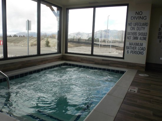 My Place Hotel-Bozeman, MT: Enjoy the oversized guest spa with a beautiful view of the Bridger Mountains