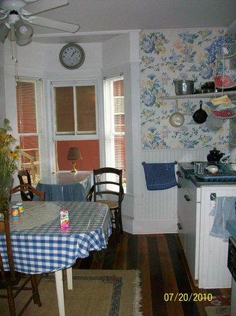 Englewood Guest House: Guest Kitchen