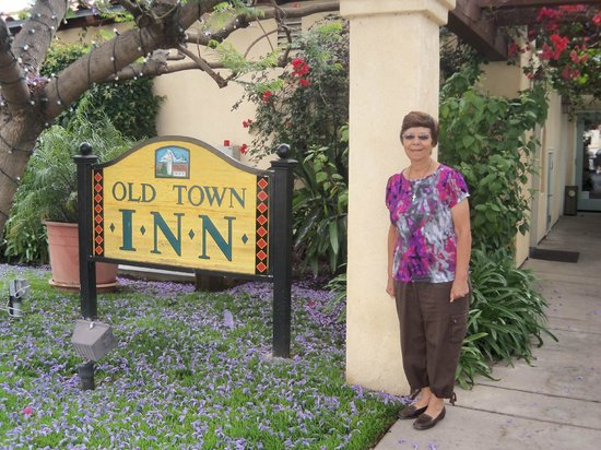 Old Town Inn : My wife standing besides beautiful tree with flowers