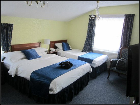 Ilfracombe House Hotel: Double and a single - double aspect room