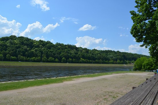 Kaunas Hotel : rio bem próximo