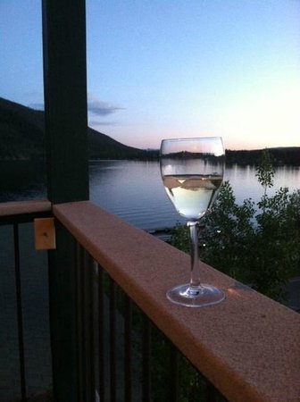 Western Riviera Lakeside Lodging & Events: Grand Lake view from The Treehouse porch