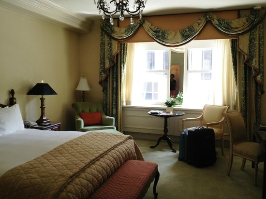 The Sherry-Netherland Hotel: Bedroom