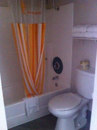 La Quinta Inn & Suites Buena Park: bathroom