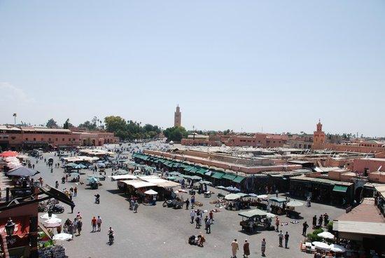 Chez Chegrouni : Vista desde la terraza-comedor de la Plaza Jemma el Fna