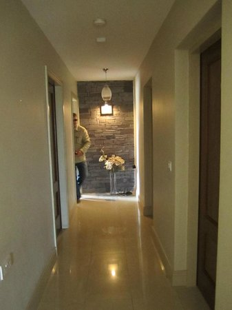 Portmagee Heights: Hallway - Very Modern