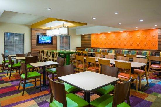 Fairfield Inn Laurel: Breakfast Area