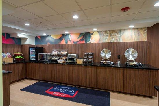 Fairfield Inn Laurel: Complimentary Breakfast Buffet