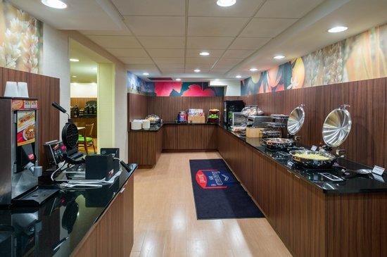 Fairfield Inn Laurel : Complimentary Breakfast Buffet