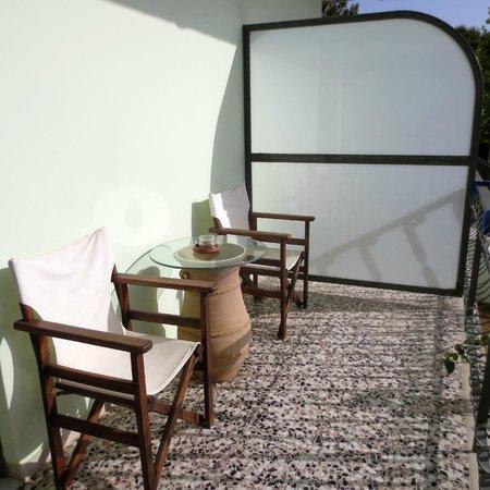 Fragos Garden Studios: La terracita de la habitación.