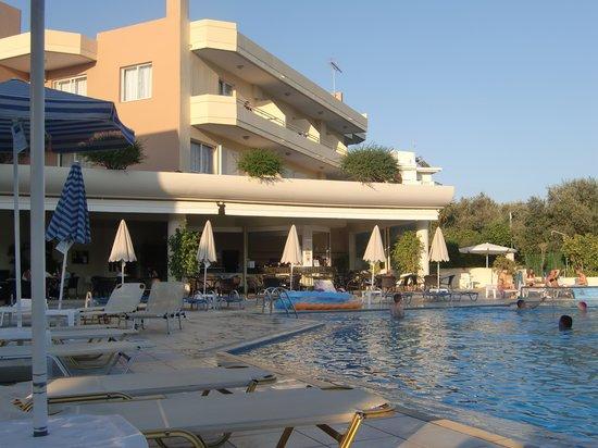 Atrion Resort Hotel: Härlig poolvy
