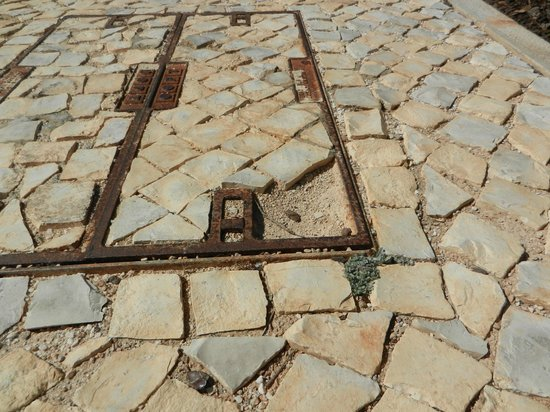 Martinhal Sagres Beach Resort & Hotel: dangerous paving