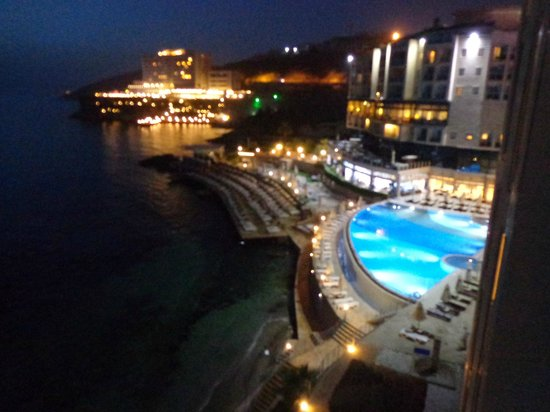 Charisma De Luxe Hotel: night view from our balcony
